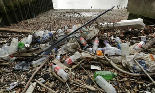 Chai nhựa – mối đe dọa lớn nhất cho đường thủy