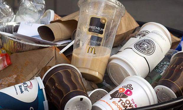 Starbucks khởi xướng sáng kiến 1 triệu bảng để tái chế cốc giấy