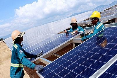 """Tư nhân đầu tư điện mặt trời: Có chấp nhận """"sạch"""" nhưng """"đắt""""?"""