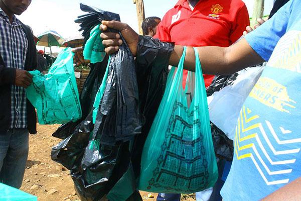 Tanzania cấm túi nilon từ 1/6