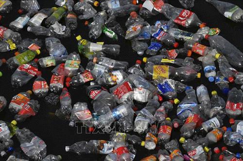 """Ngành tái chế toàn cầu """"chao đảo"""" khi Trung Quốc cấm nhập khẩu rác thải nhựa"""