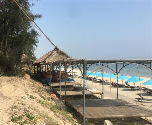 """""""Băm nát"""" bãi biển đẹp nhất thế giới"""