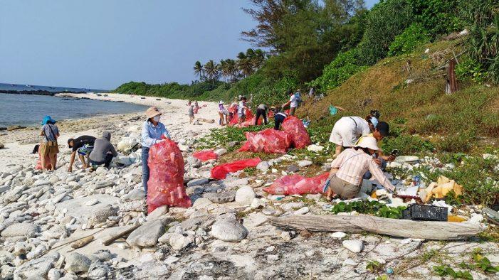 Tìm lời giải cho bài toán rác thải nhựa nơi đảo xa: Hãy bắt đầu từ những việc nhỏ