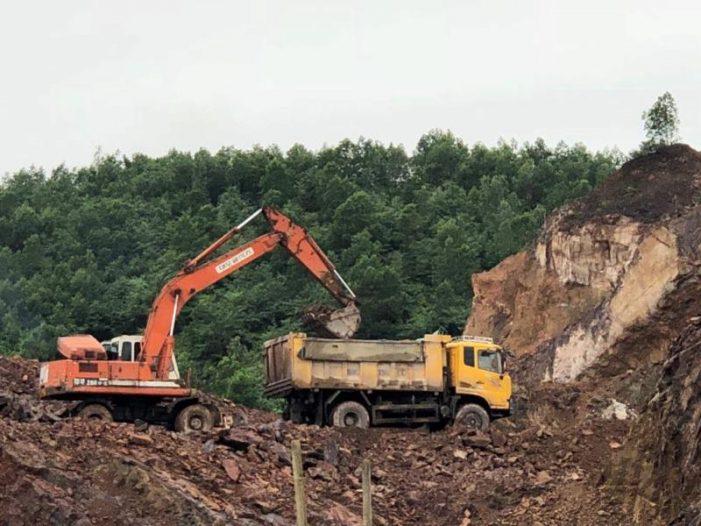 """Thái Nguyên: Doanh nghiệp """"vô tư"""" khai thác tài nguyên đi bán"""