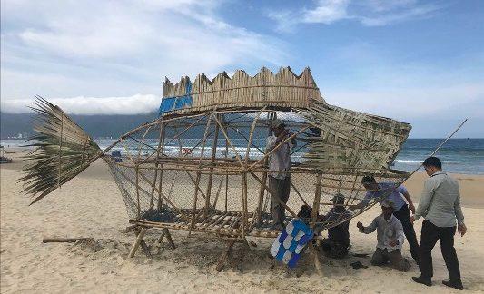 """""""Bống"""" bắt đầu """"ăn"""" rác thải nhựa ở bờ biển Đà Nẵng"""