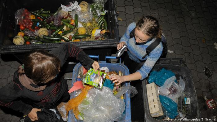 """Lãng phí thực phẩm: Vừa """"đốt"""" tiền, vừa hủy hoại môi trường"""