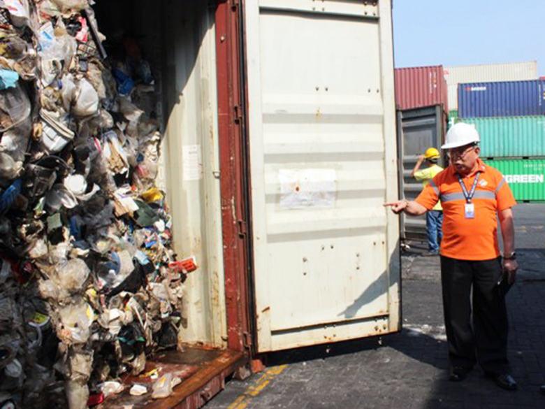 Canada Không Nhận 69 Container Rác Thải, Philippines Sẽ