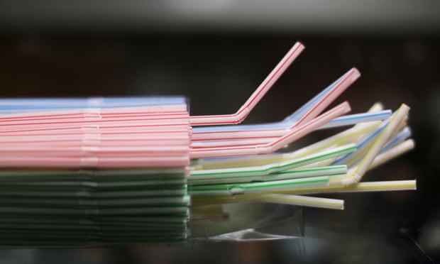 Anh cấm ống hút, tăm bông và thìa nhựa từ 2020
