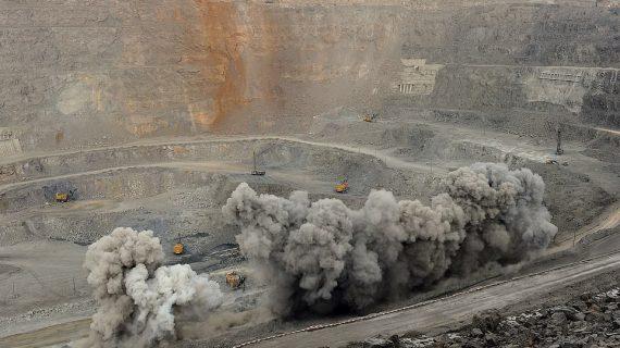 """Bên trong thủ phủ khai thác kim loại """"quý hơn vàng"""" tại Trung Quốc"""