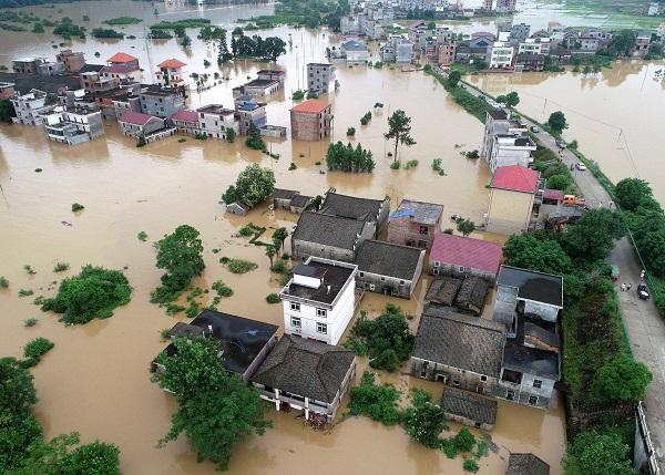 Mưa lũ hoành hành tại Trung Quốc, 5 người thiệt mạng