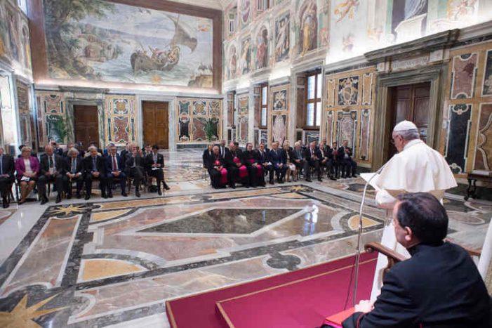 Giáo hoàng kêu gọi điều chỉnh chính sách năng lượng