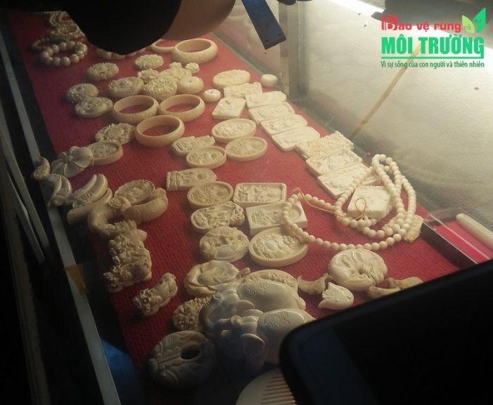 Buôn bán ngà voi dưới vỏ bọc cửa hàng đồ gỗ mỹ nghệ