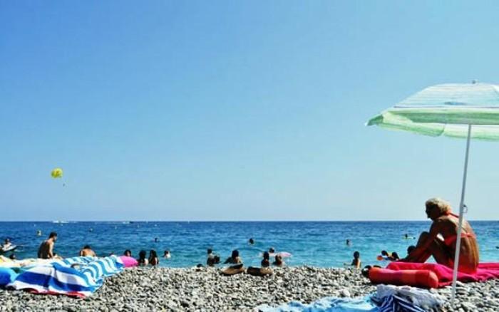 Nắng nóng bất thường, 65 tỉnh của Pháp báo động da cam