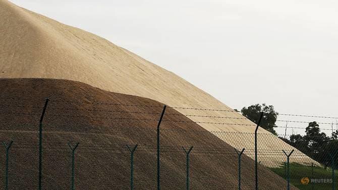 """Bị """"tố"""" cắt xuất khẩu cát ngăn Singapore lấn biển, Malaysia đáp trả"""