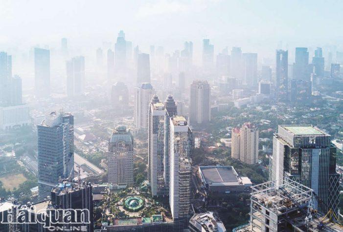 """Thủ đô Jakarta của Indonesia """"đau đầu"""" với ô nhiễm không khí"""