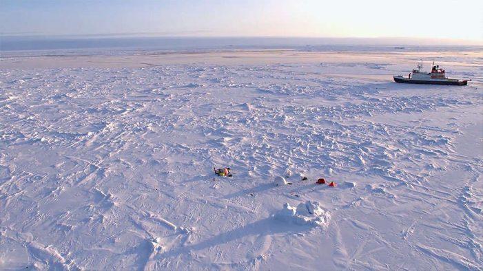 """Nhóm nhà khoa học """"đóng băng"""" 1 năm tại Bắc Cực để nghiên cứu biến đổi khí hậu"""