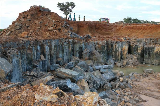 Công trường khai thác đá trái phép 5 ha ở Bình Phước