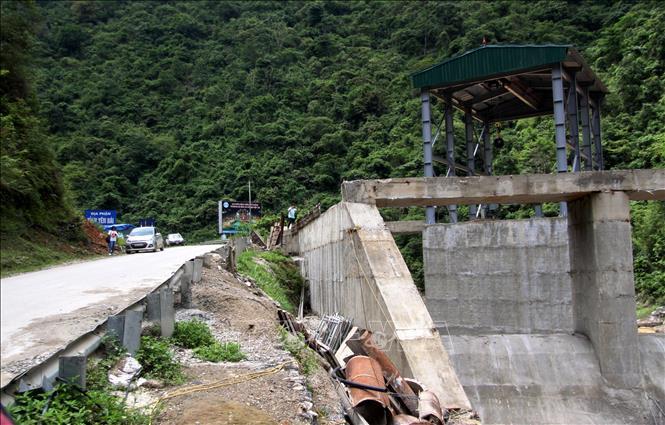 Buông lỏng quản lý xây dựng công trình thủy điện ở Lai Châu – Bài 1: Vi phạm hành lang an toàn đường bộ