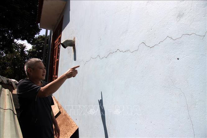 Buông lỏng quản lý xây dựng công trình thủy điện ở Lai Châu – Bài 2: Nổ mìn thi công làm nứt nhà dân