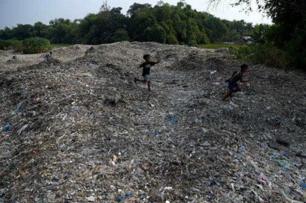 Indonesia lên kế hoạch thắt chặt nhập khẩu rác thải nhựa