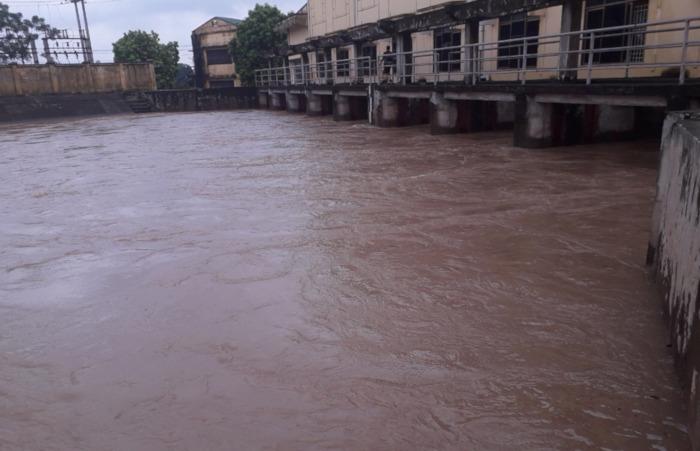 Hoàn lưu bão số 3 gây nhiều sự cố đê điều, thủy lợi tại Hà Nội