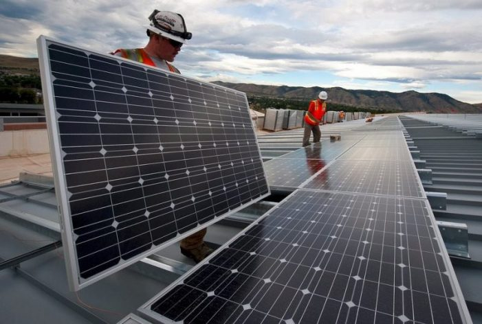Chuyên gia Mỹ: quá trình chuyển đổi năng lượng hóa thạch sang tái tạo cần đến 1% GDP