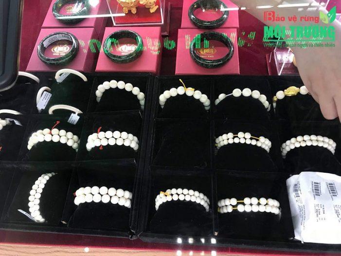 Nhiều tiệm vàng ở Hải Phòng, Quảng Ninh công khai bán trang sức từ ngà voi