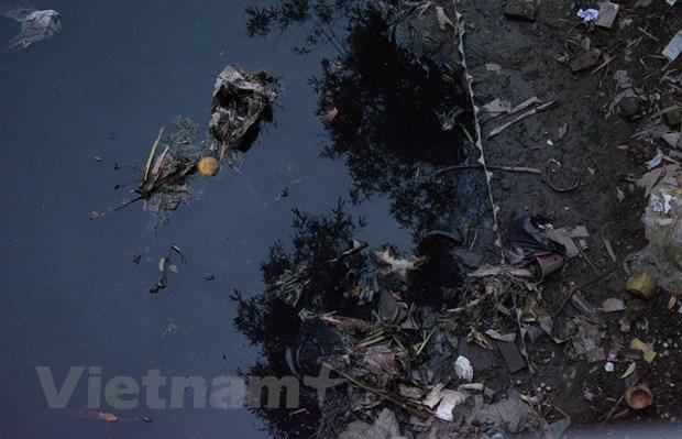 """Các dòng sông đang oằn mình """"gánh"""" hàng nghìn nguồn thải gây ô nhiễm"""