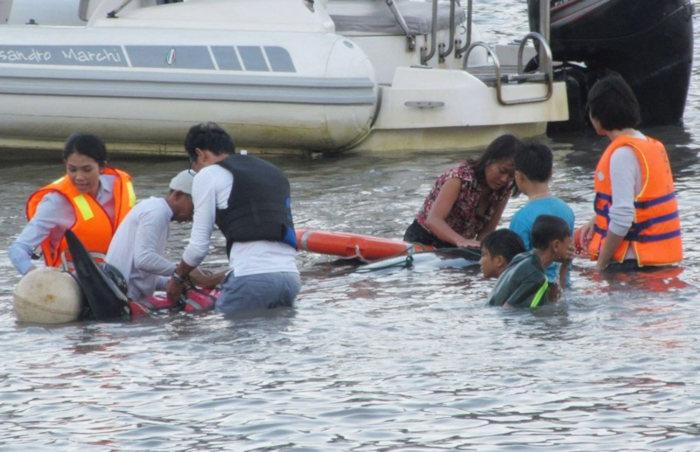 Cứu hộ bất thành cá voi 250 kg lạc vào vịnh Vĩnh Hy