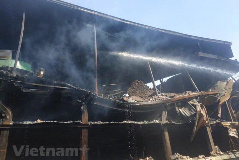 Hiện trường vụ cháy tại Công ty Rạng Đông. (Nguồn ảnh: Vietnam+)
